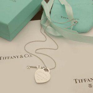 Tiffany & Co.✨ love card key necklace